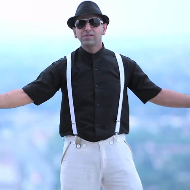 دانلود موزیک ویدیو جدید فرزاد کاظمی به نام تابستون